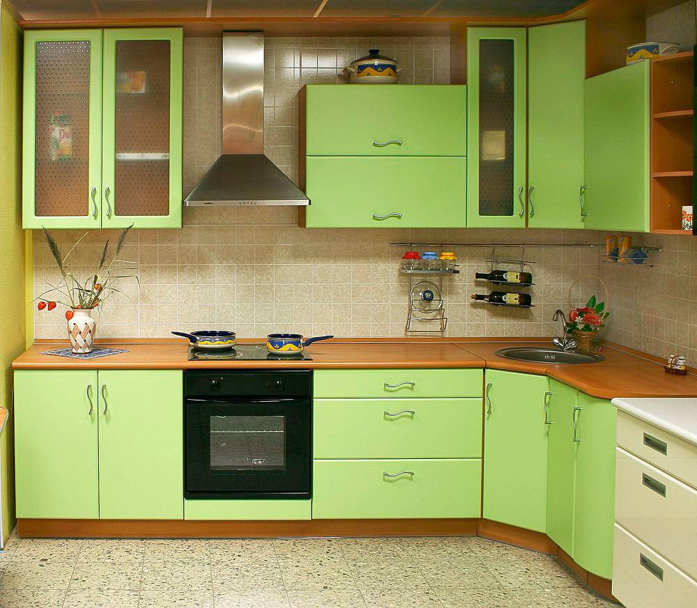 примеры кухонных гарнитуров с зеленым фасадом фото нем